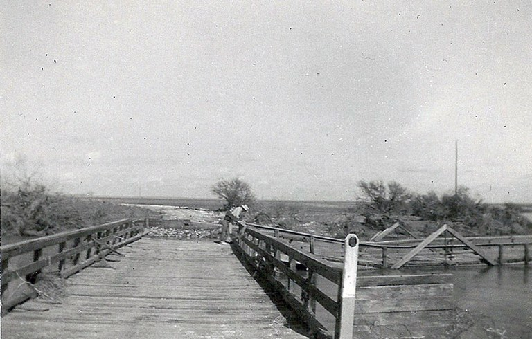 Bridge over Petronila Creek